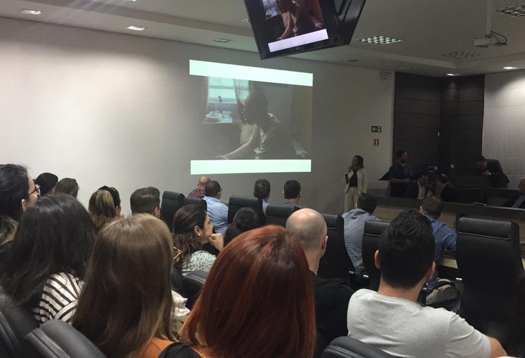 Palestra sobre marketing digital lota auditório da Acim