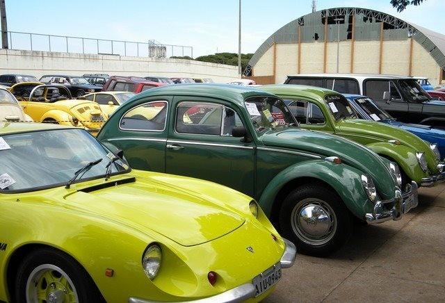 Tradicional evento reúne mais de 350 veículos antigos em Nova Esperança