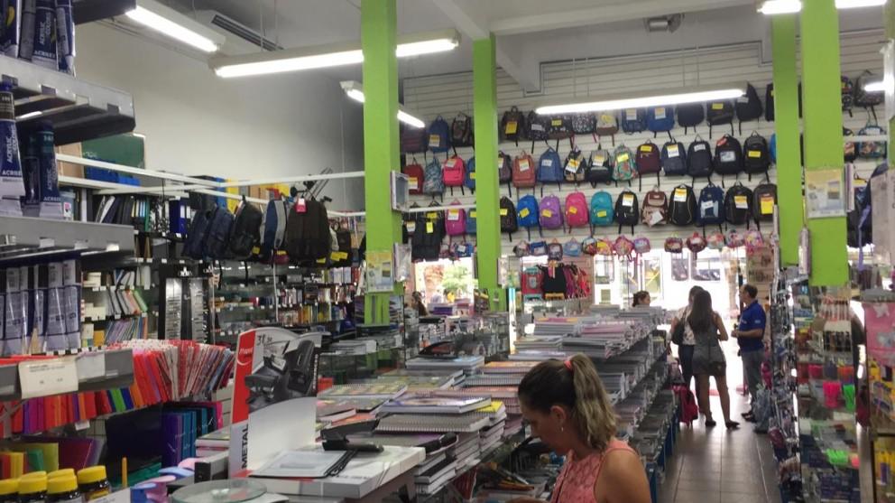 Material escolar já começa a ser comprado em Maringá