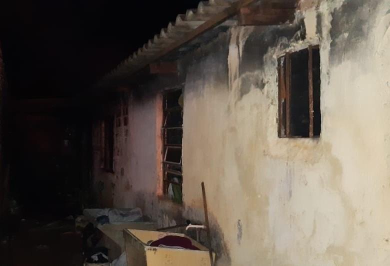 Idosa tem quase 60% do corpo queimado durante incêndio em Paiçandu