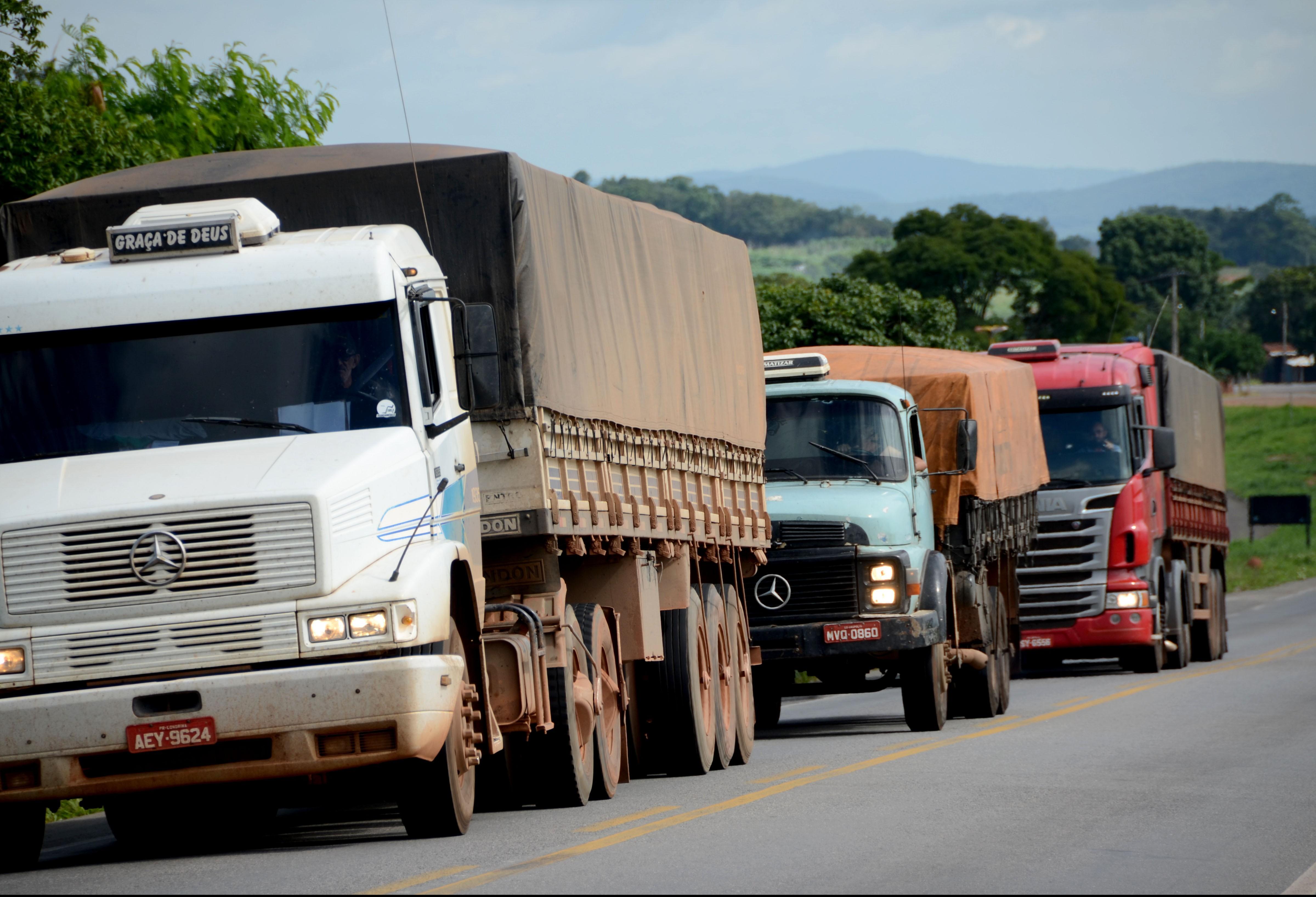 Tráfego de veículos pesados fica restrito durante volta do feriadão
