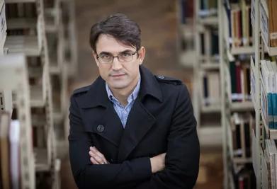 """""""A biblioteca é um mundo que precisa ser descoberto"""", diz Rogério Pereira"""