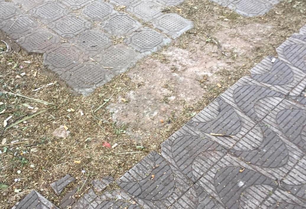 Que tal a prefeitura cuidar da manutenção das calçadas e o contribuinte pagar pelo serviço?