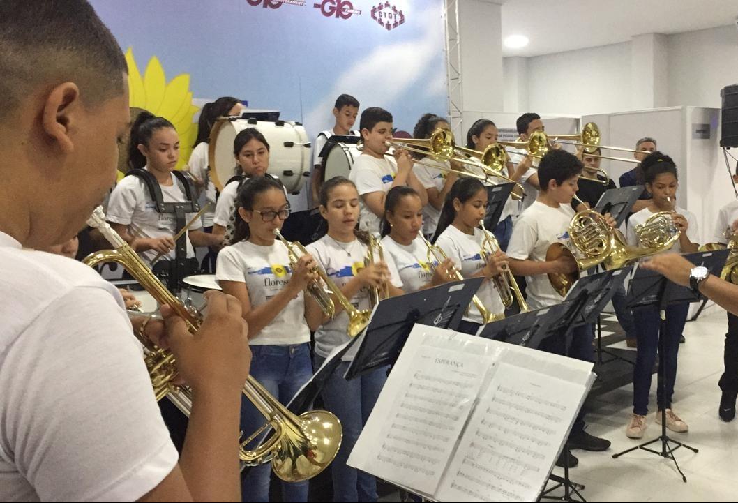 Projeto leva música e esperança para desempregados em Maringá
