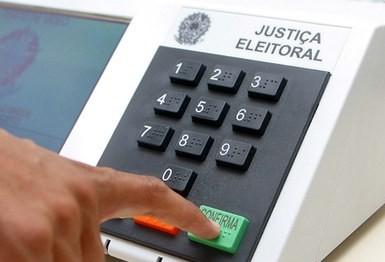Pesquisa de intenção de voto para o Governo do Paraná: Ratinho Junior, 44%; Cida, 17% e João Arruda, 10%