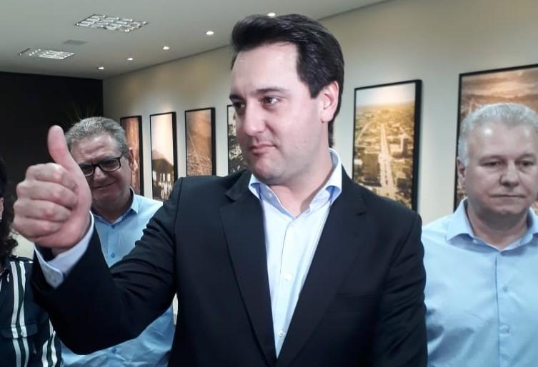 Com discurso de oposição ao atual governo, Ratinho Júnior apresenta propostas na Acim