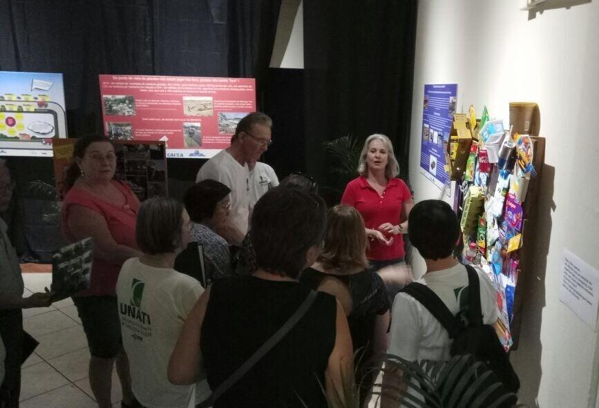 Exposição chama a atenção da população para coleta seletiva e logística reversa em Maringá