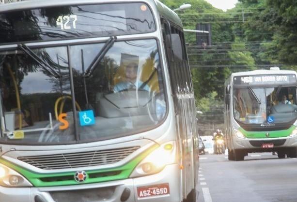 Ônibus estão circulando normalmente, dizem empresas