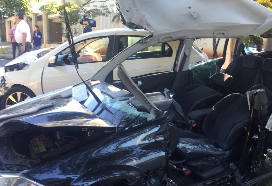 Vítimas ficam presas às ferragens em acidente