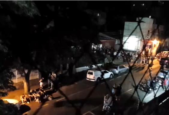 PM é acionada para liberar rua devido à bagunça