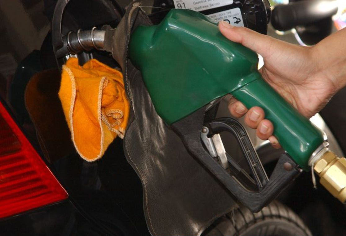 Governo recua e diz que desconto do diesel nas bombas será menor, de 41 centavos