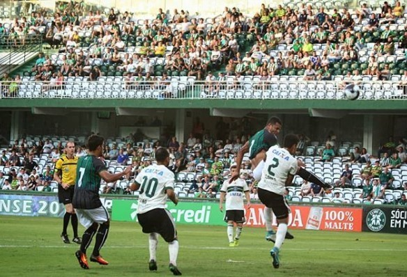 Maringá FC vence o Coritiba na casa do adversário