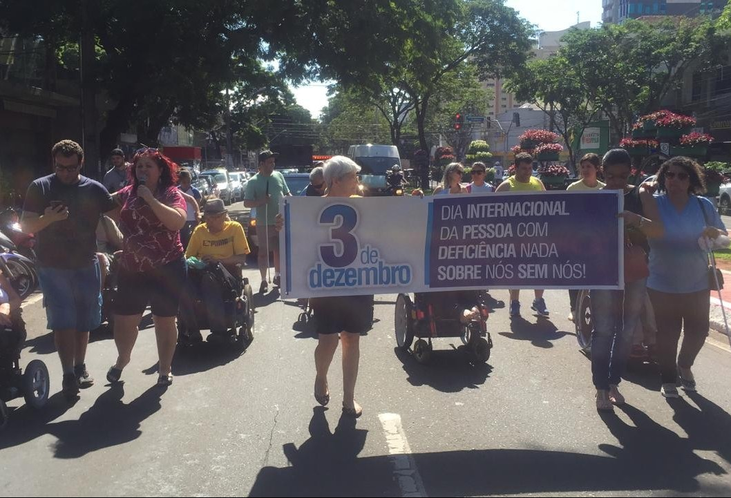 Deficientes relatam dificuldades enfrentadas na Avenida Brasil