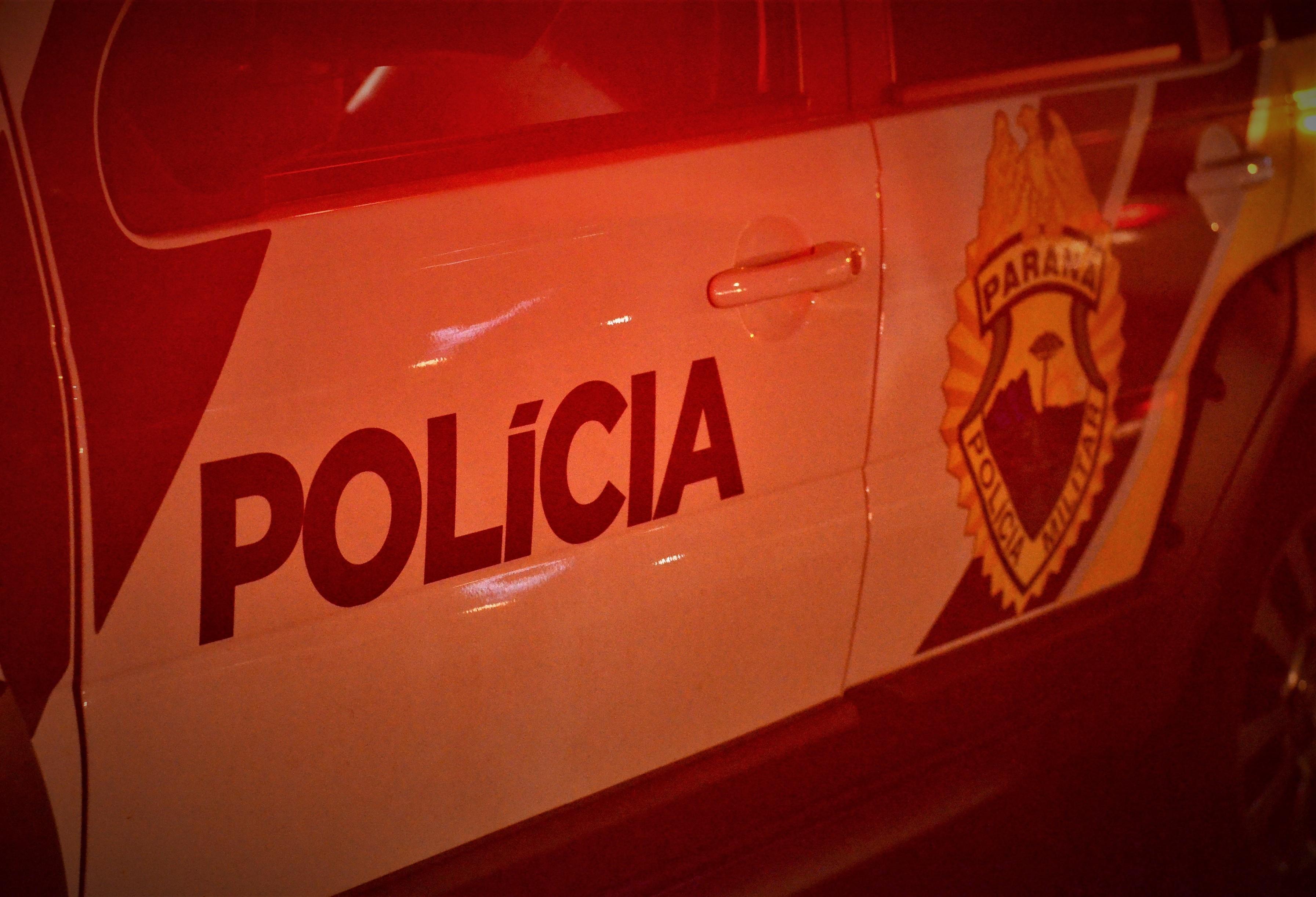 Dupla de suspeitos invade colégio ao fugir da polícia
