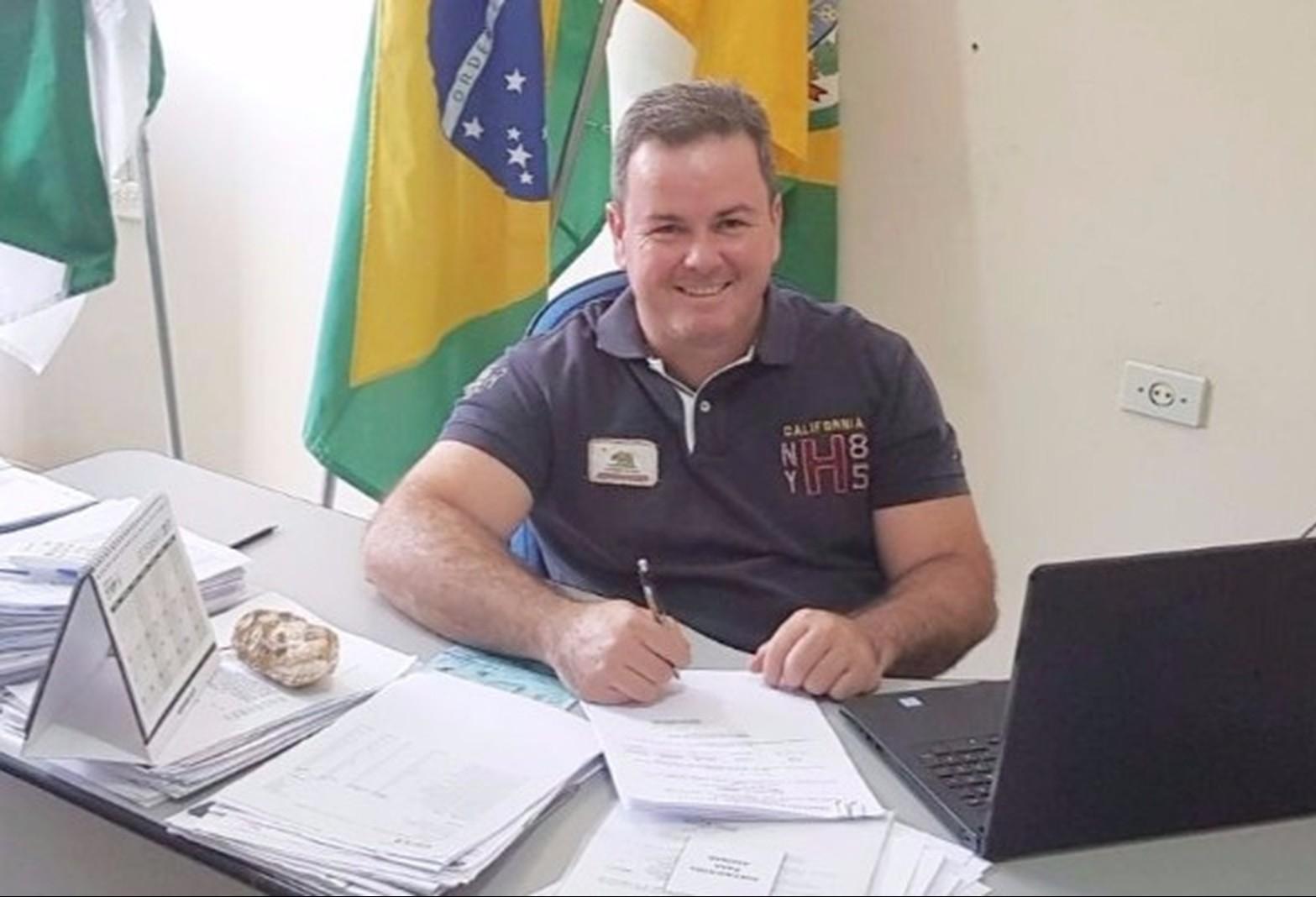 Prefeito de Inajá renuncia ao cargo para exercer carreira médica