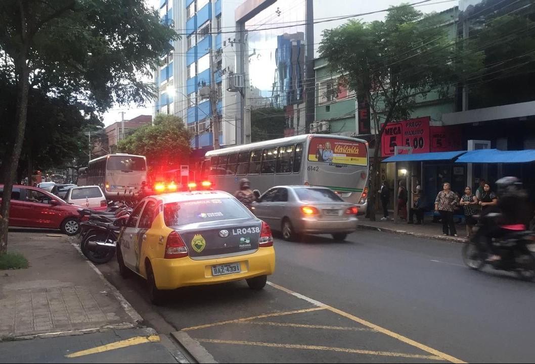 Mulher é colocada a força dentro de carro no centro de Maringá