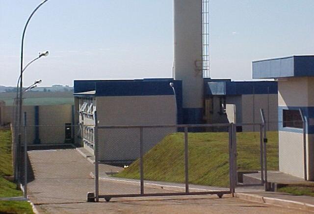 Cinco presos da cadeia de Jandaia do Sul são transferidos para CCM
