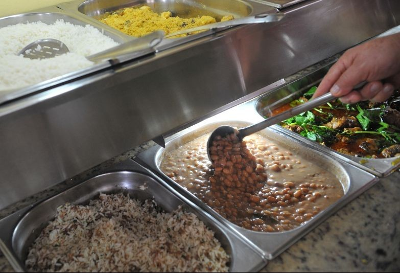 Brasileiro gasta em média R$ 34 por dia em cada refeição, segundo pesquisa