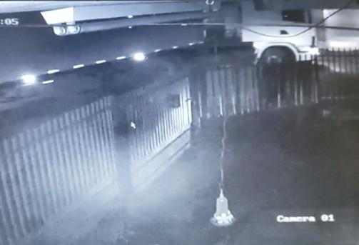 Polícia identifica caminhão que atropelou e matou travesti