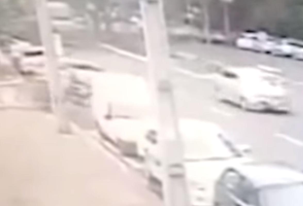 Você sabia que os carros não podem estacionar muito perto das esquinas?
