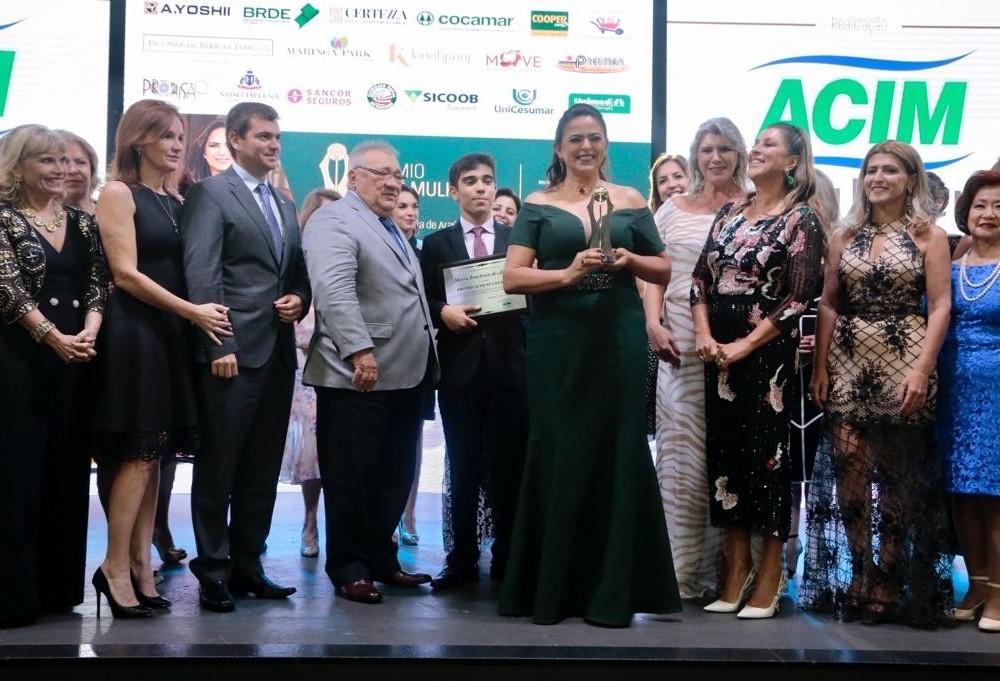 Maria Iraclézia recebe o Prêmio Acim Mulher