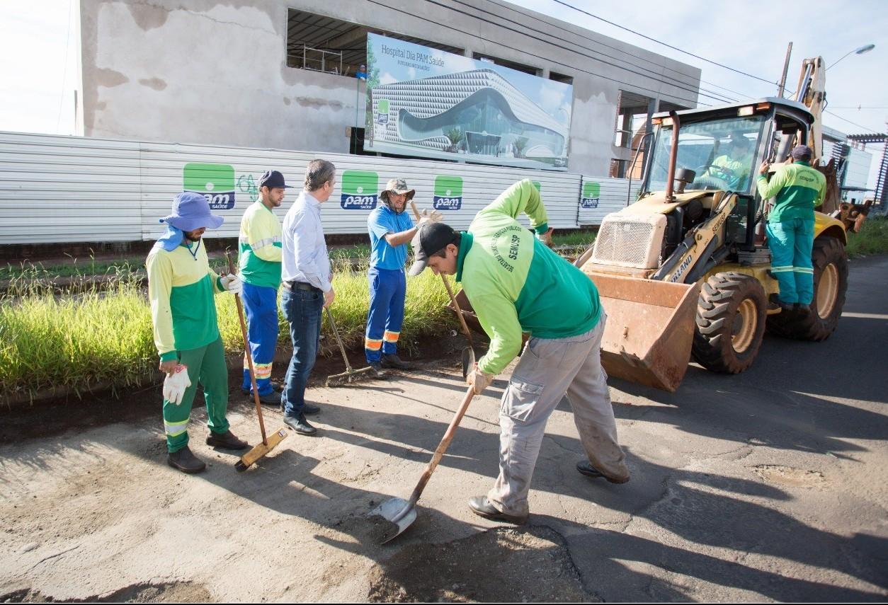 Operação tapa-buracos ocorre em mais de 40 km de Maringá