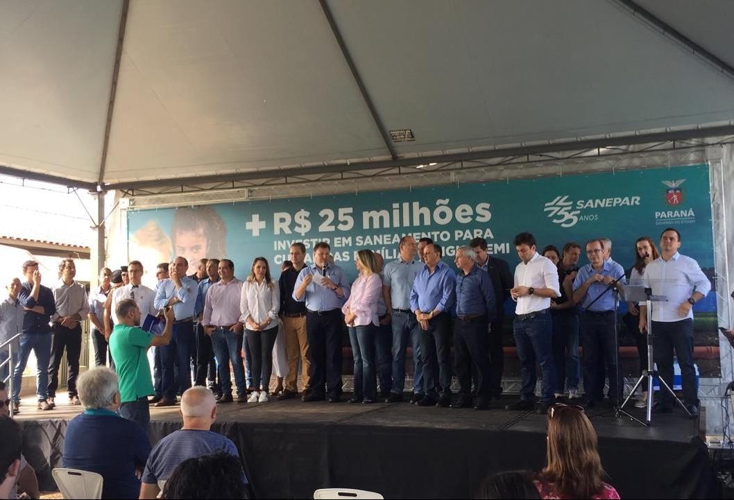 Vereador entrega documento pedindo ação do Governo do Paraná em relação às contas da Copel