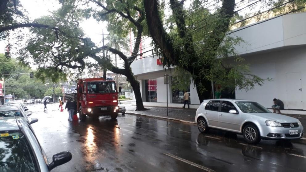 Avenida Getúlio Vargas fica sem energia