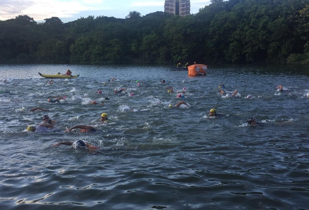 Prova reúne quase 150 triatletas no Parque Alfredo Nyffeler