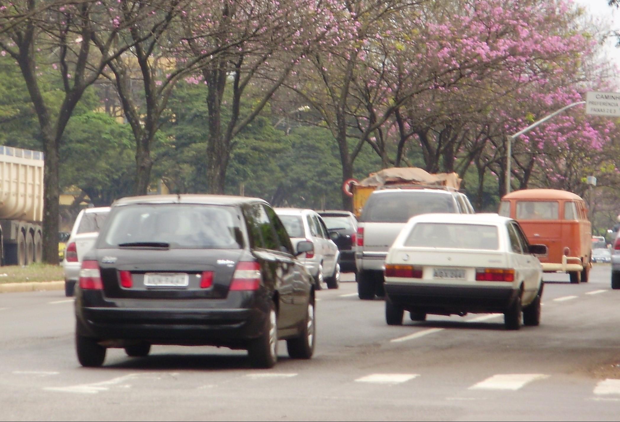 Buzina, fila dupla, motorista que não dá seta, o que mais irrita no trânsito?