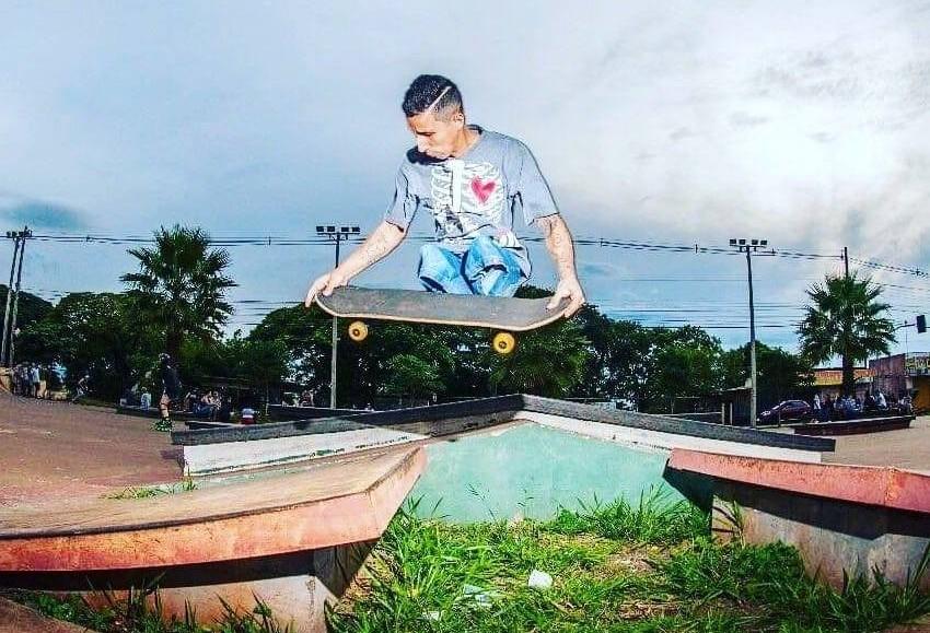 Mesmo sem as duas pernas, David Soares esbanja talento no skate