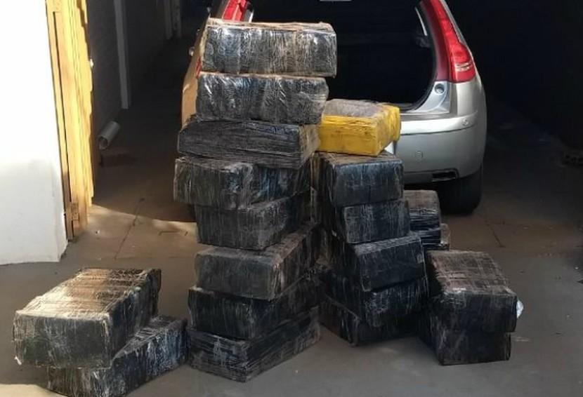 Após perseguição, motorista é preso com 317 kg de maconha