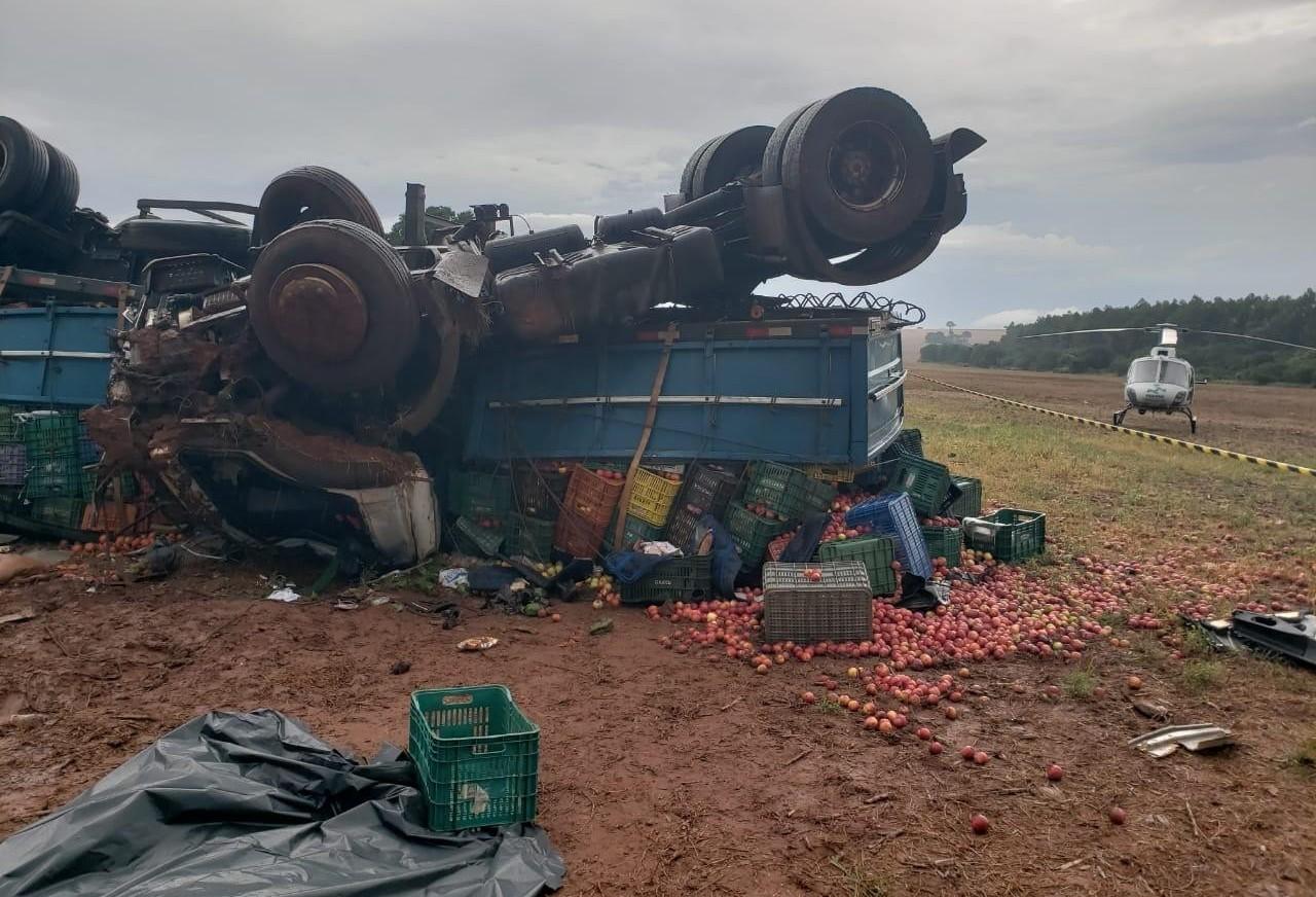 Motorista morre e criança fica gravemente ferida em acidente na PR-486