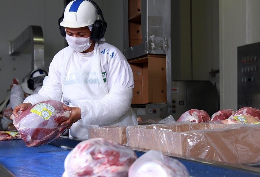 Exportação de carnes brasileiras renderam US$ 1,2 bilhão em abril