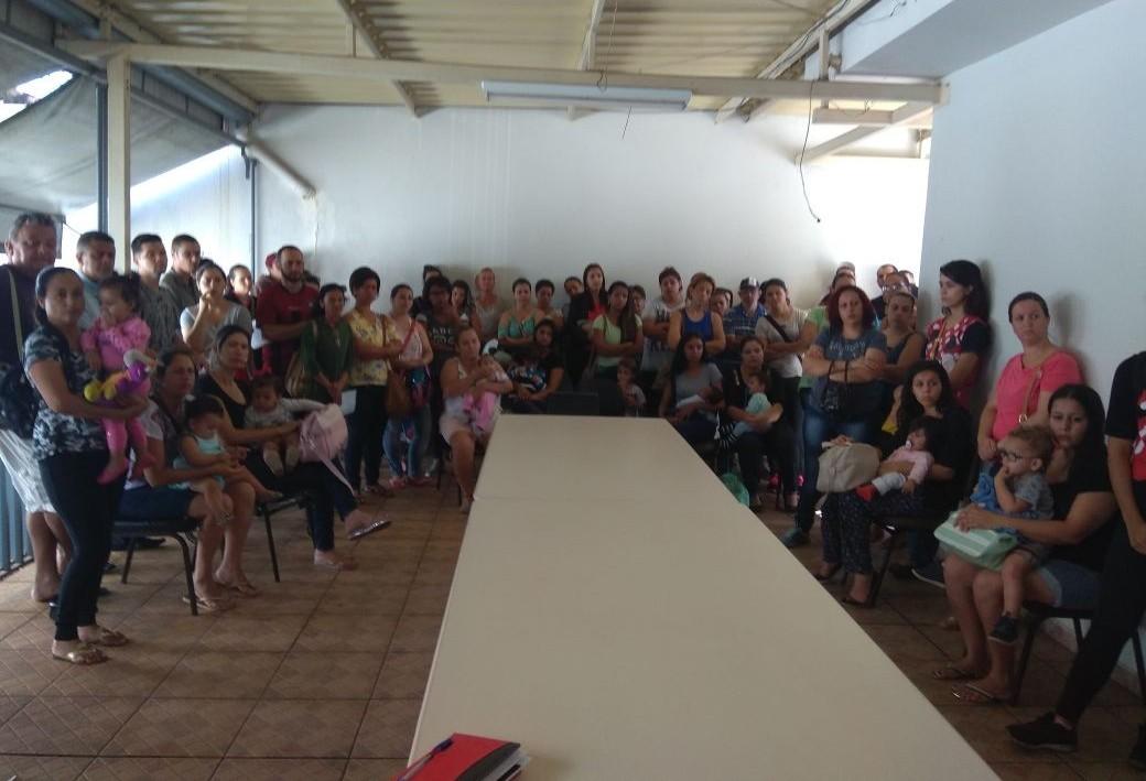 Famílias em busca de vagas em creches lotam Conselho Tutelar