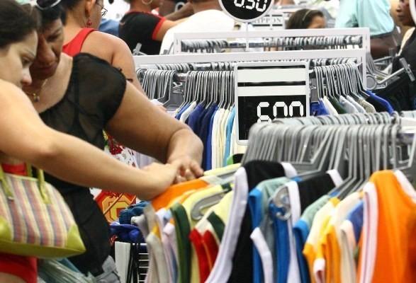 Comércio de rua abre até 18h em três sábados