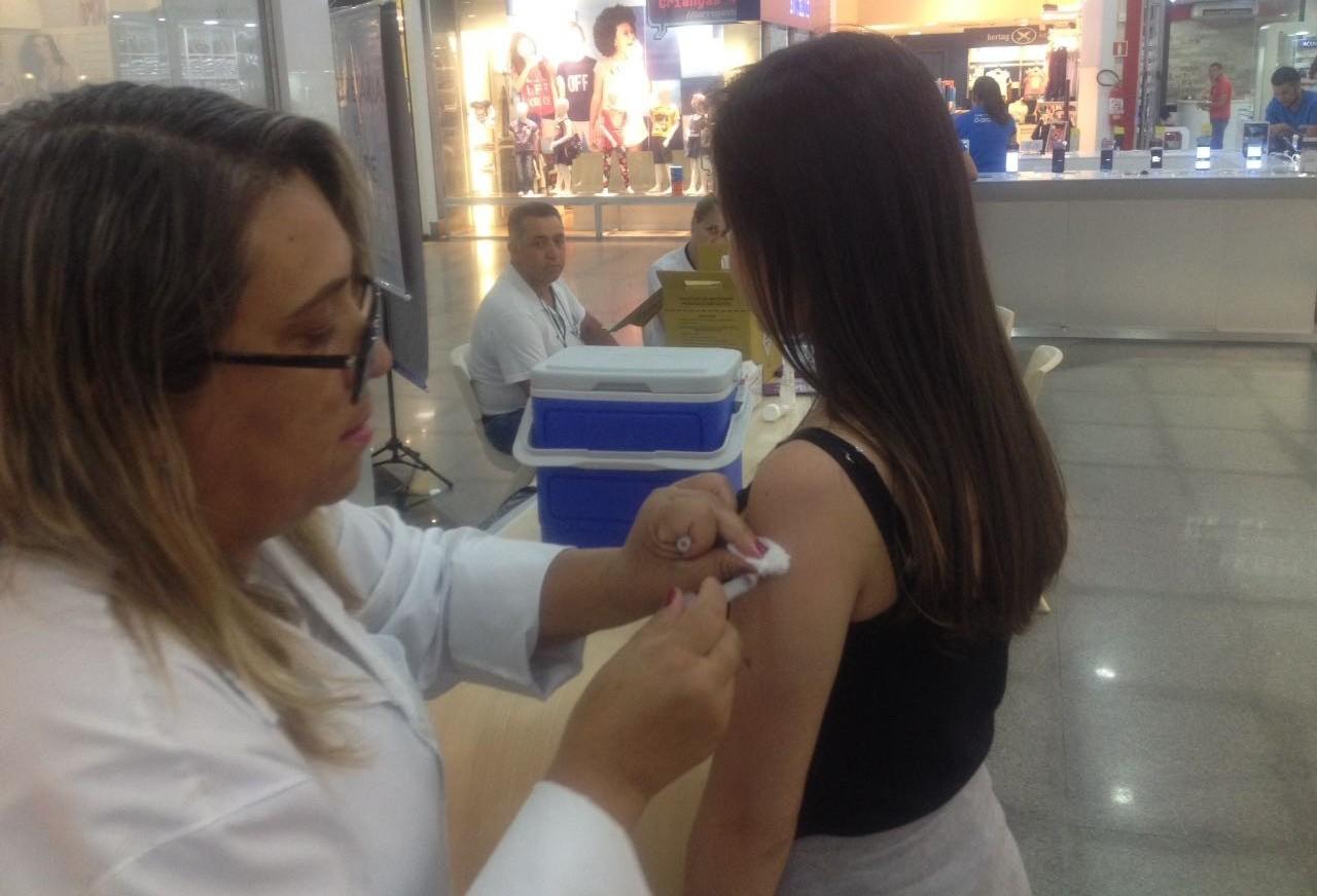 11.726 pessoas precisam ser vacinadas em Maringá
