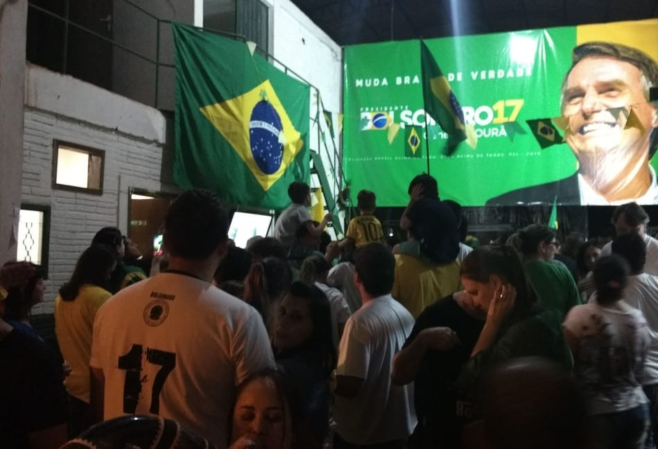Maringaenses comemoram vitória de Jair Bolsonaro