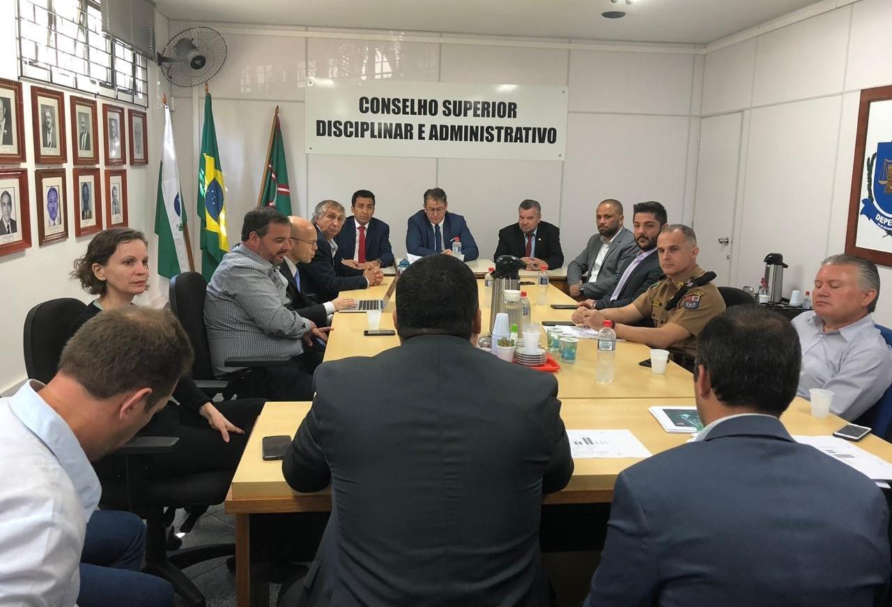 Está sendo realizada em Curitiba reunião sobre lotação carcerária