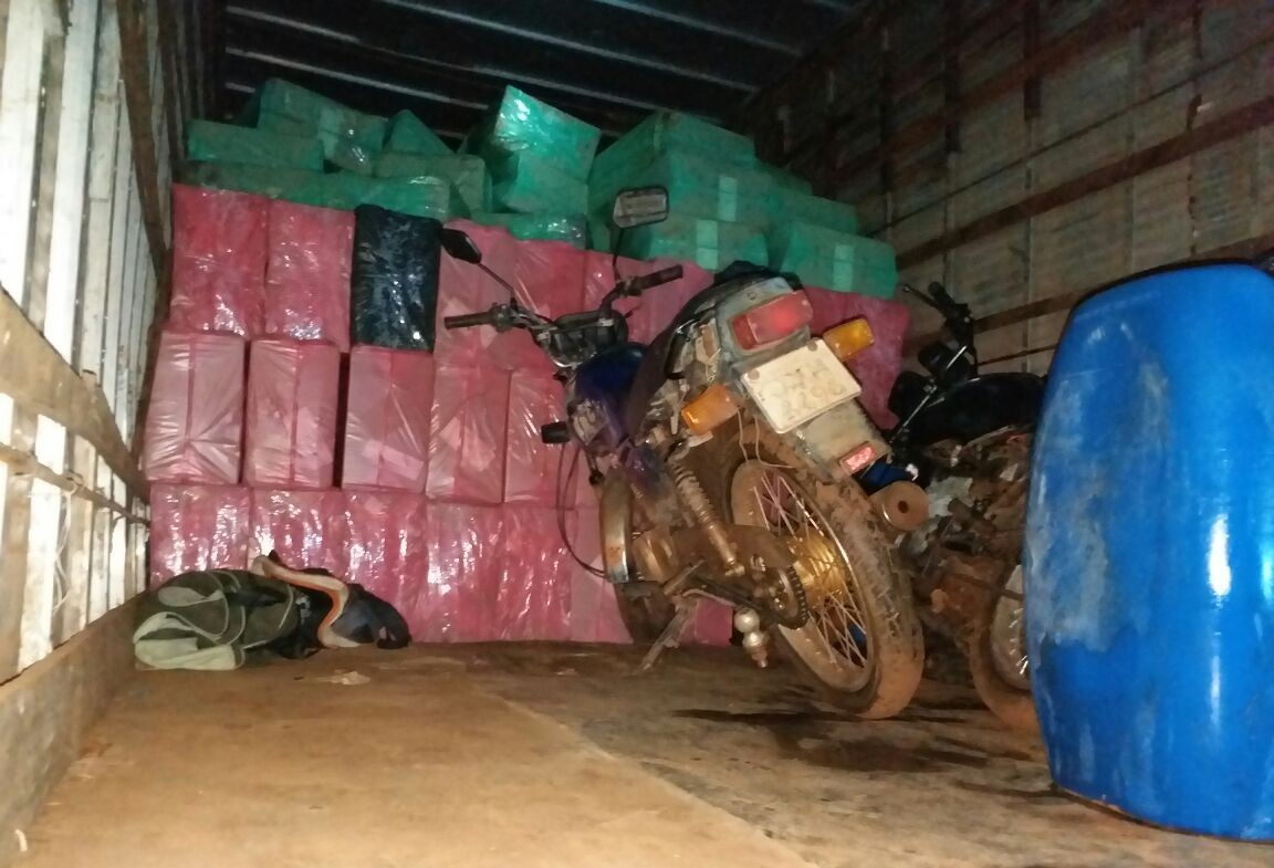Polícia aprende 300 caixas de cigarros contrabandeados