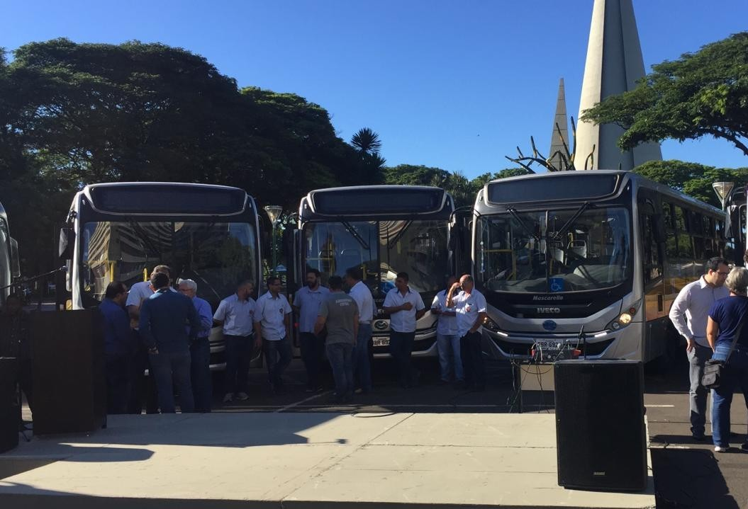 Seduc apresenta dez ônibus para educação