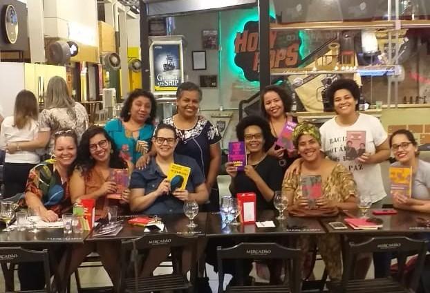Mulheres criam clube de leitura para discutir autoras negras