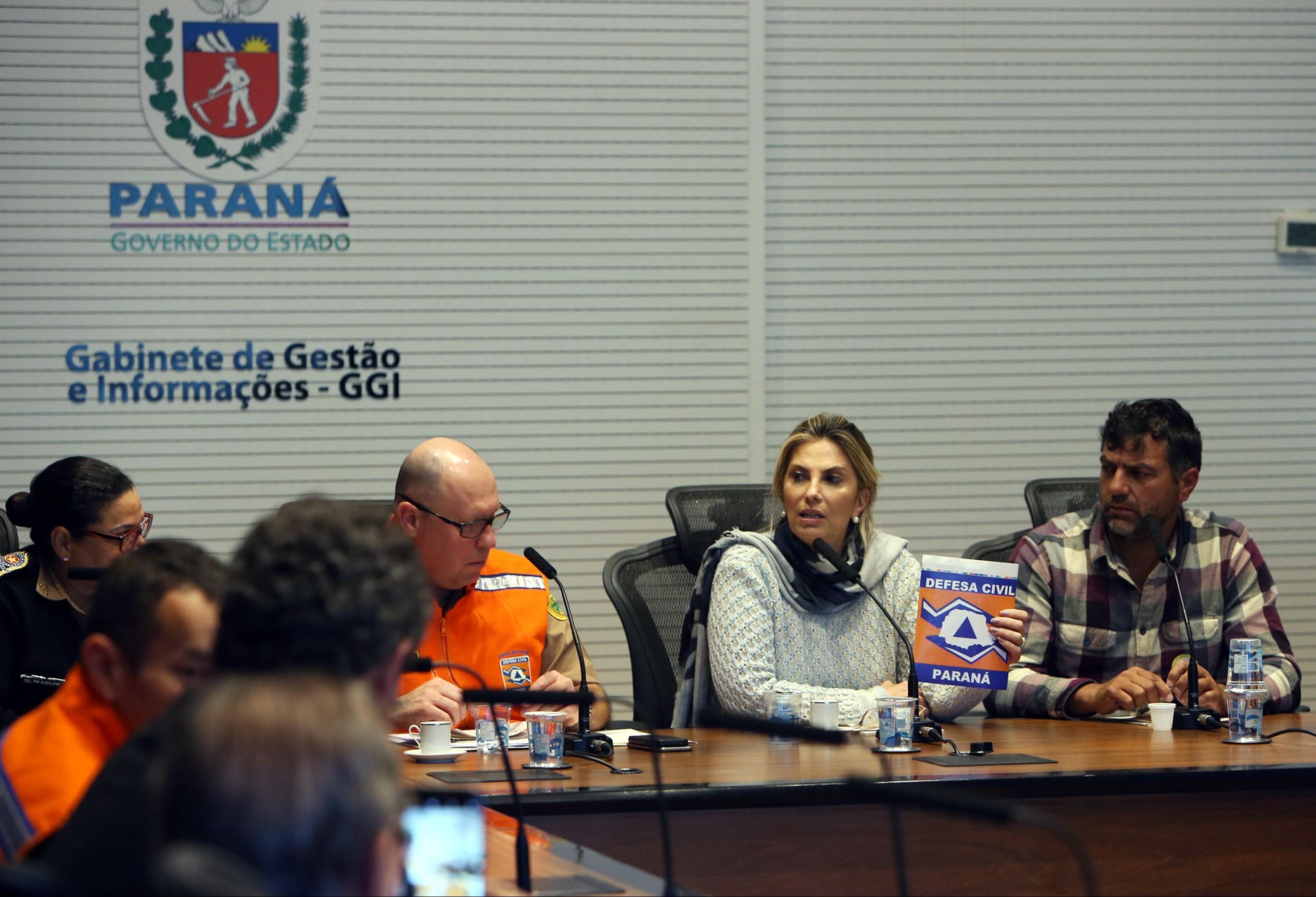 Caminhões de combustíveis serão liberados de bloqueios no Paraná
