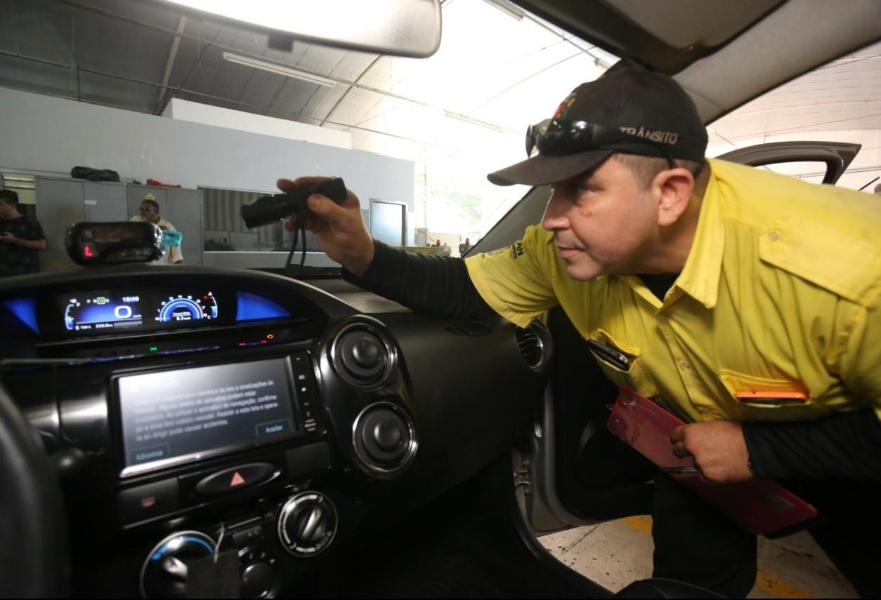 Taxistas terão mais um dia para vistoria obrigatória do veículo