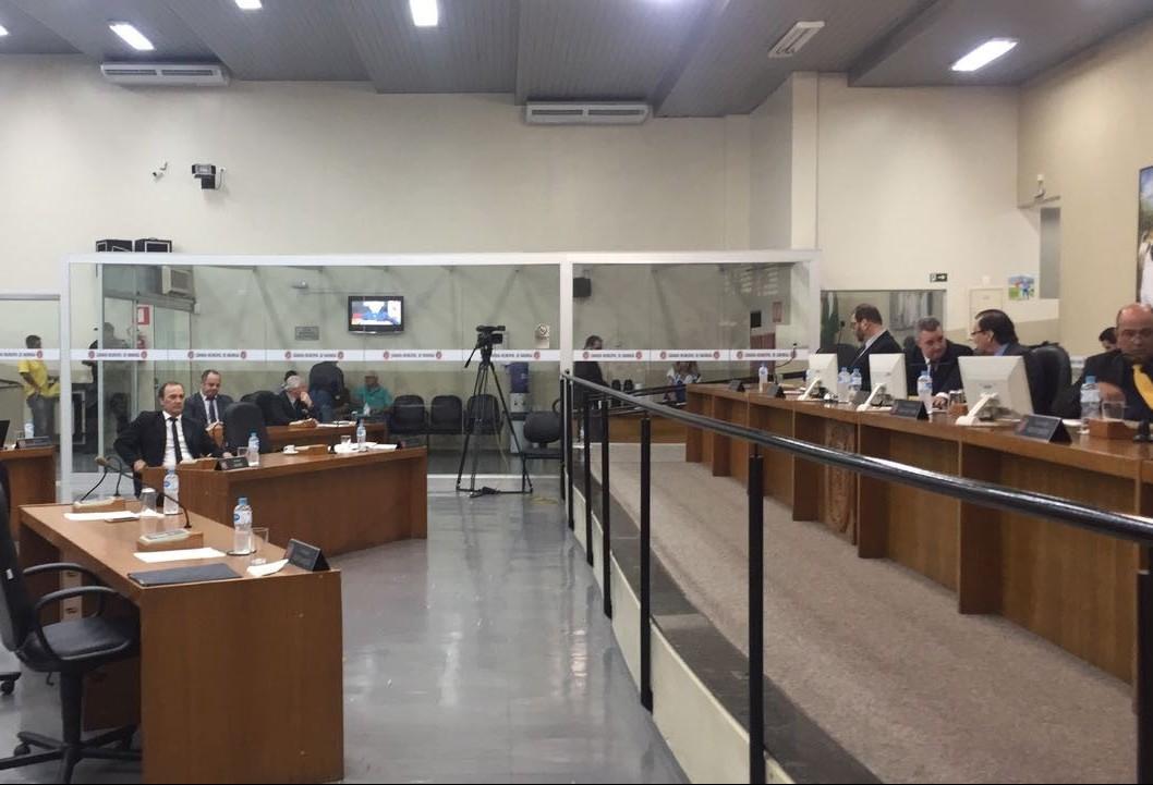 Decisão de aceitar convite para Ministério repercute na Câmara