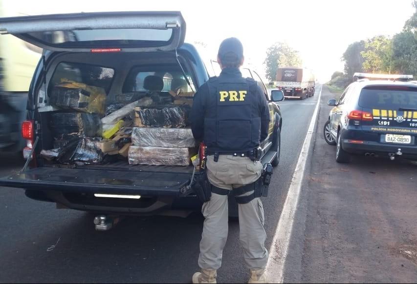 PRF apreende mais de 385 kg de maconha na BR 376