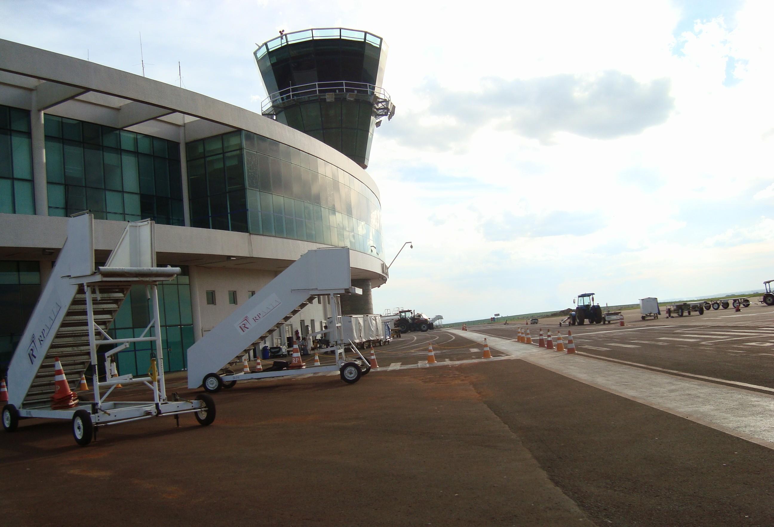 Estacionamento para embarque e desembarque no aeroporto é ampliado
