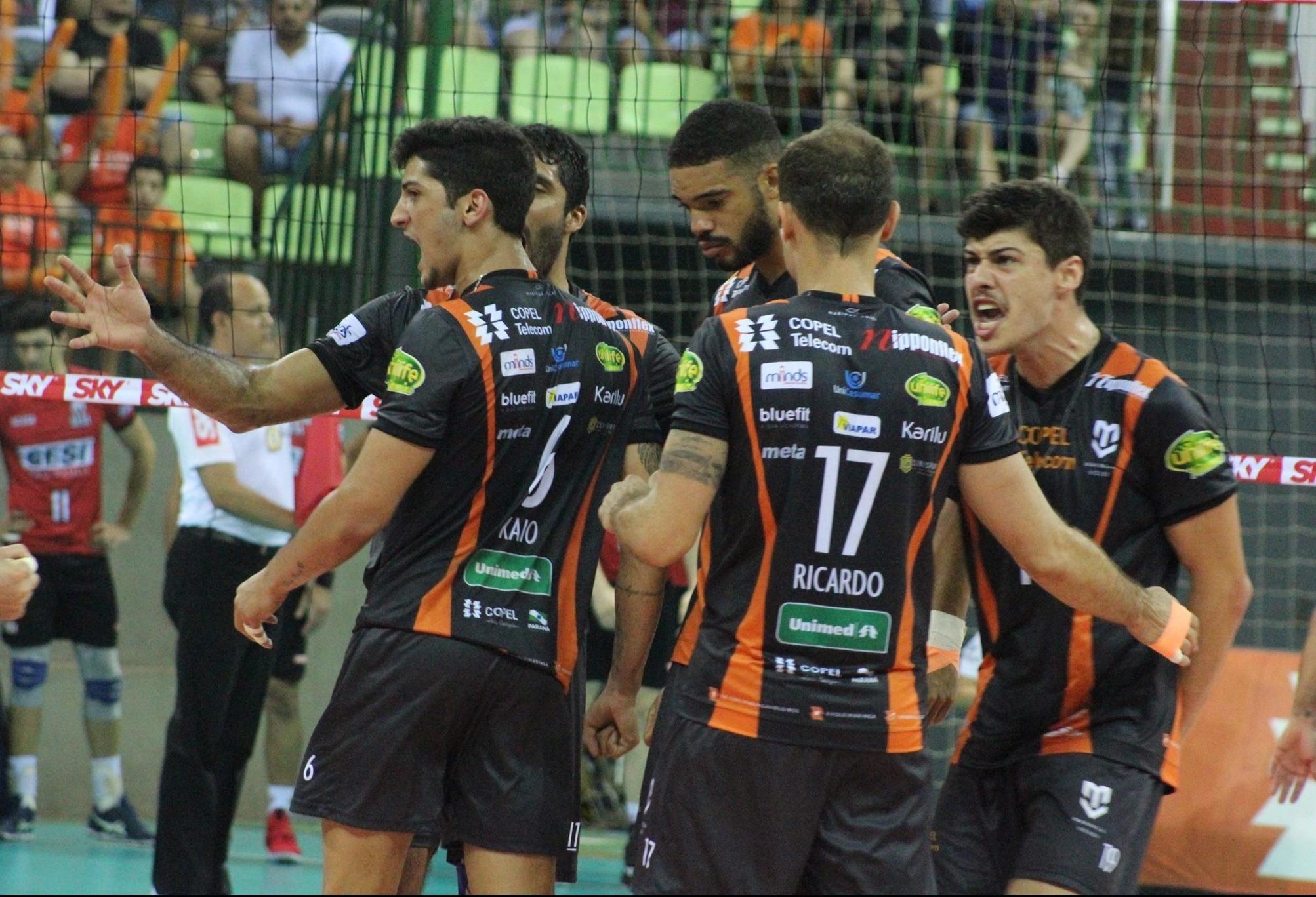 Apesar de perder, Copel Maringá soma primeiro ponto na Superliga