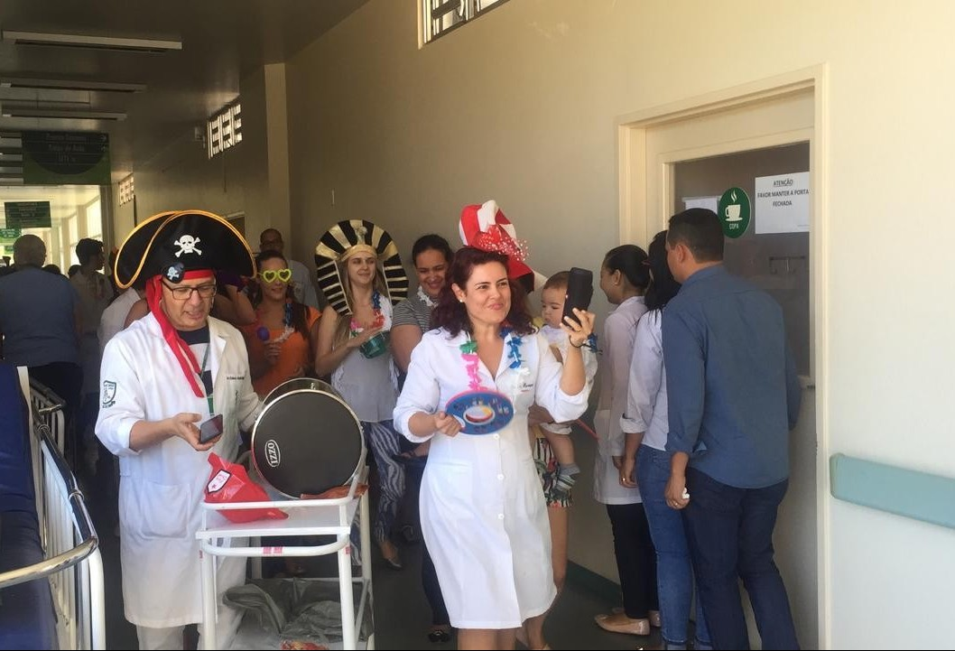 Folia na pediatria do HUM anima pacientes
