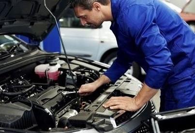 Jovens podem aprender e ganhar salário durante curso de mecânico em Maringá